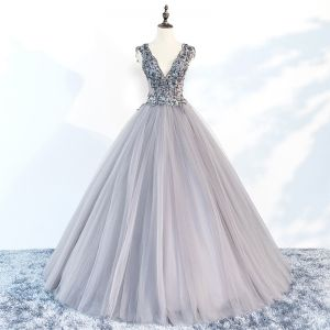 Charming Grey Prom Dresses 2018 Ball Gown V-Neck Sleeveless Appliques Lace Beading Floor-Length / Long Ruffle Backless Formal Dresses