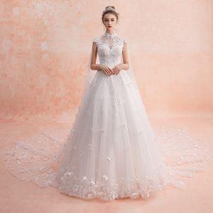 Style Chinois Ivoire Transparentes Robe De Mariée 2019 Princesse Col Haut Sans Manches Dos Nu Appliques Fleur Perlage Glitter Tulle Watteau Train Volants
