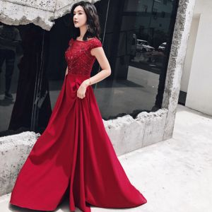Chic / Beautiful Burgundy Evening Dresses  2018 A-Line / Princess Scoop Neck Cap Sleeves Appliques Lace Beading Sash Sweep Train Ruffle Backless Formal Dresses