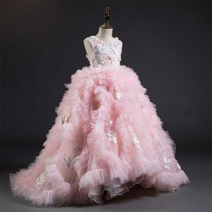 Fabuleux Rose Bonbon Robe Ceremonie Fille 2019 Robe Boule Encolure Dégagée Sans Manches Plumes Appliques En Dentelle Fleur Perle Tribunal Train Plissée Robe Pour Mariage
