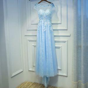 Elegante Himmelblau Kleider Für Hochzeit 2017 Empire Mit Spitze Blumen Perlenstickerei Rundhalsausschnitt Kurze Ärmel Wadenlang Brautjungfernkleider