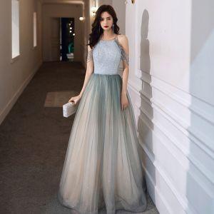 Elegante Salbeigrün Abendkleider 2020 A Linie Rundhalsausschnitt Ärmellos Perlenstickerei Glanz Tülle Lange Rüschen Rückenfreies Festliche Kleider