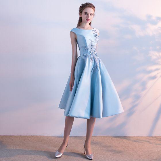 Piękne Niebieskie Satyna Homecoming Sukienki Na Studniówke 2019 Princessa Kwadratowy Dekolt Bez Rękawów Aplikacje Z Koronki Frezowanie Perła Długość Herbaty Wzburzyć Bez Pleców Sukienki Wizytowe
