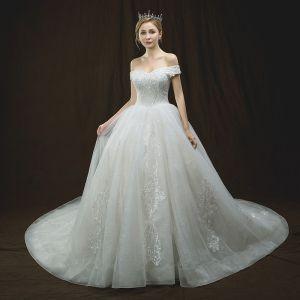 Lyx Elfenben Bröllopsklänningar 2018 Balklänning Av Axeln Korta ärm Halterneck Appliqués Spets Beading Cathedral Train Ruffle