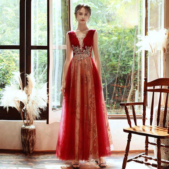 Charmant Rot Abendkleider 2020 A Linie Durchsichtige Tiefer V-Ausschnitt Ärmellos Perlenstickerei Glanz Tülle Lange Rüschen Rückenfreies Festliche Kleider