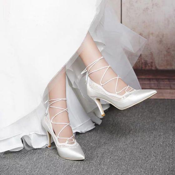 Elegante Witte Huwelijk Bruidsmeisjes Pumps 2020 Kant Strappy 8 cm Naaldhakken / Stiletto Spitse Neus Bruidsschoenen