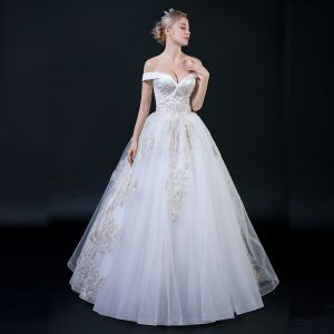 Affordable White Wedding Dresses 2018 Ball Gown Off-The-Shoulder Short Sleeve Backless Gold Appliques Lace Beading Ruffle Floor-Length / Long