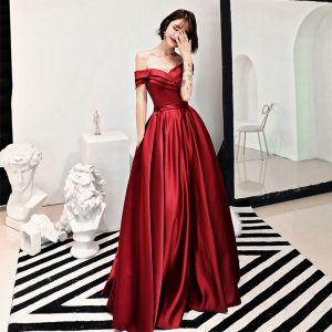 Charming Red Evening Dresses  2018 A-Line / Princess Ruffle Off-The-Shoulder Backless Short Sleeve Floor-Length / Long Formal Dresses