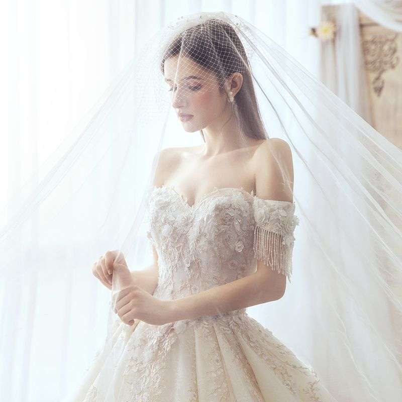 Luxury / Gorgeous Ivory Wedding Dresses 2019 A-Line / Princess Off-The-Shoulder Beading Tassel Appliques Pearl Lace Flower Short Sleeve Backless Royal Train
