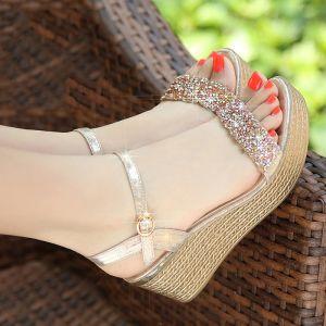Clásico 2017 Peep Toe Exterior / Jardín Leatherette Oro Plata Verano Rhinestone Suede Medio Talón Talones Gruesos 7 cm Sandalias Sandalias De Mujer