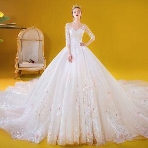 Romantyczny Białe ślubna Suknie Ślubne 2020 Suknia Balowa V-Szyja 3/4 Rękawy Bez Pleców Aplikacje Z Koronki Kwiat Frezowanie Trenem Katedra