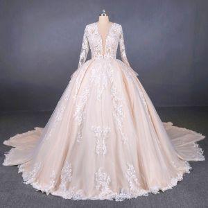 Iluzja Szampan Przezroczyste ślubna Suknie Ślubne 2020 Suknia Balowa Głęboki V-Szyja Długie Rękawy Bez Pleców Aplikacje Z Koronki Frezowanie Trenem Katedra Wzburzyć