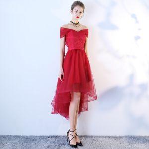 Schöne Burgunderrot Cocktailkleider 2019 A Linie Off Shoulder Spitze Blumen Schleife Kurze Ärmel Asymmetrisch Festliche Kleider
