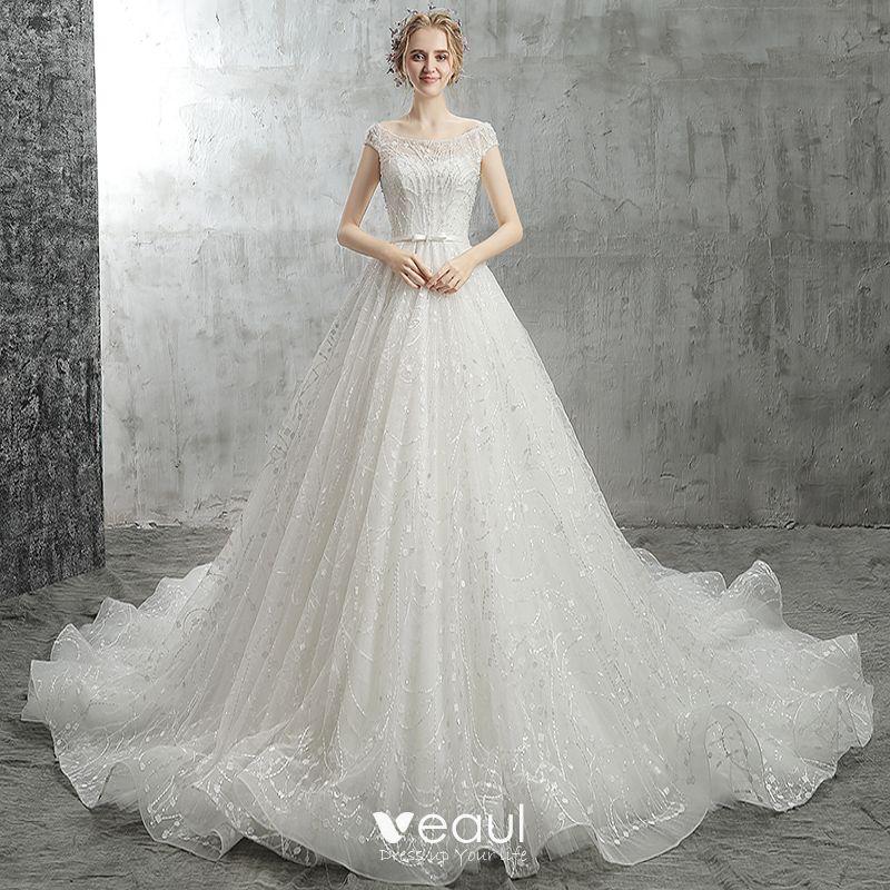 0bbc51bd355c Mode Hvide Brudekjoler 2018 Prinsesse Sløjfe Beading Krystal Perle  Pailletter Scoop Neck Halterneck Kasket ærmer Cathedral ...