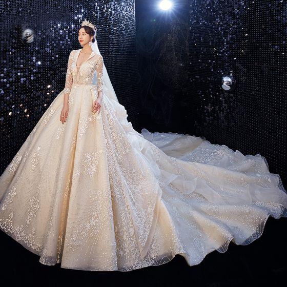 Haut de Gamme Champagne Robe De Mariée 2020 Robe Boule V-Cou Fait main Perlage Glitter Faux Diamant En Dentelle Fleur 3/4 Manches Dos Nu Royal Train