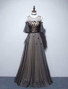 Eleganckie Czarne Sukienki Wieczorowe 2019 Princessa Wycięciem Frezowanie Kryształ Aplikacje Kótkie Rękawy Bez Pleców Długie Sukienki Wizytowe