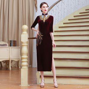 Chinesischer Stil Burgunderrot Cheongsam 2020 Stehkragen 1/2 Ärmel Perlenstickerei Pailletten Gespaltete Front Wadenlang Festliche Kleider