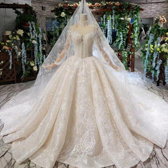 Luxus / Herrlich Champagner Ballkleid Brautkleider / Hochzeitskleider 2020 Stehkragen Lange Ärmel Spitze Tülle Handgefertigt Perlenstickerei Rückenfreies Strass Pailletten Kathedrale Schleppe Hochzeit