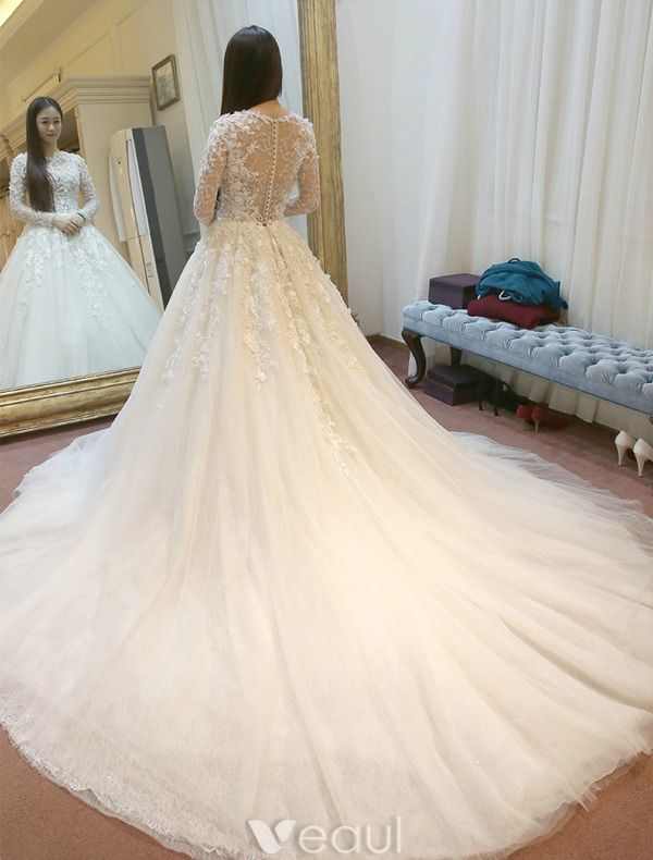 Gorgeous Wedding Dress 2016 Applique Lace Flowers Backless Tulle Bridal Gown With Long Sleeves