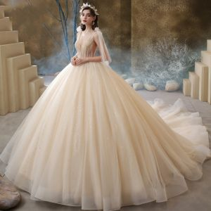 Luxus / Herrlich Champagner Hochzeits Brautkleider / Hochzeitskleider 2020 Ballkleid Durchsichtige Tiefer V-Ausschnitt Ärmellos Rückenfreies Perlenstickerei Glanz Tülle Kathedrale Schleppe Rüschen