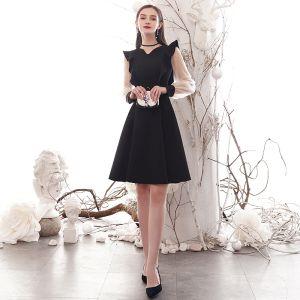 Modest / Simple Black Homecoming Graduation Dresses 2020 A-Line / Princess V-Neck Long Sleeve Knee-Length Formal Dresses