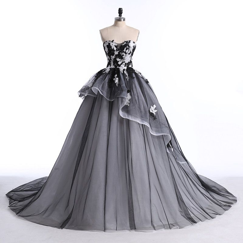 Chic / Beautiful White Black Prom Dresses 2017 Ball Gown Sweetheart Sleeveless Beading Sequins Appliques Lace Backless Ruffle Organza Formal Dresses Court Train