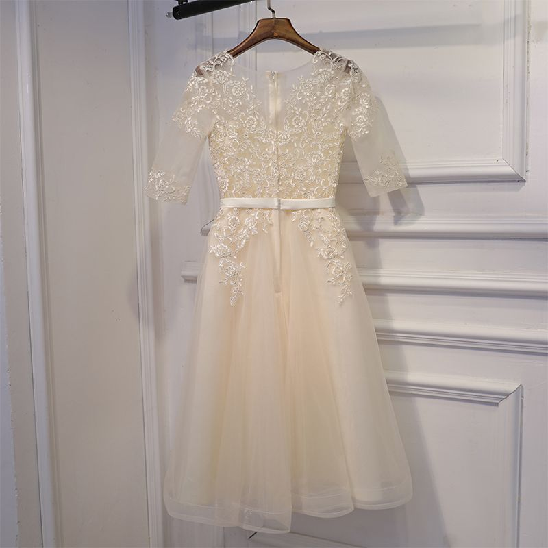 Modest / Simple Champagne Wedding Party Dresses 2017 Lace Flower Bow Short Scoop Neck 1/2 Sleeves A-Line / Princess Bridesmaid Dresses