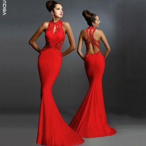 Sexy Rode Maxi-jurken 2018 Trompet / Zeemeermin Hoge Kraag Mouwloos Doorzichtige Ruglooze Lange Dameskleding
