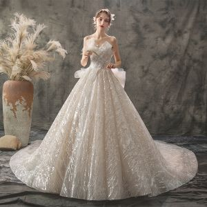 Glitzernden Champagner Brautkleider / Hochzeitskleider 2019 A Linie Herz-Ausschnitt Ärmellos Rückenfreies Perlenstickerei Perle Glanz Pailletten Kathedrale Schleppe Rüschen