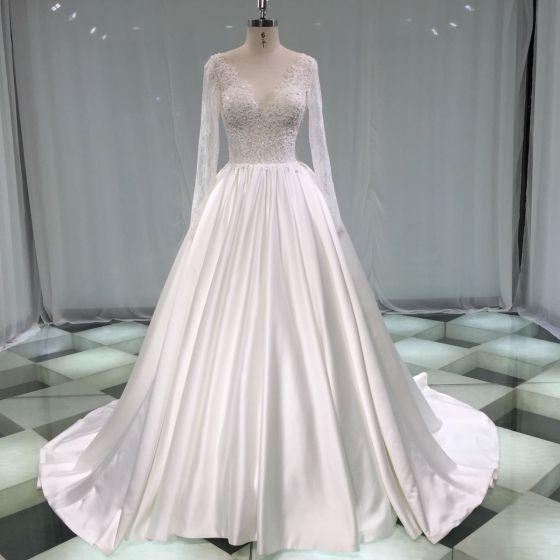 Robe de mariee manche longue col v