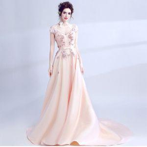 Schöne Rosa Abendkleider 2017 A Linie V-Ausschnitt Spitze Kurze Ärmel Applikationen Rückenfreies Perlenstickerei Handgefertigt Abend Festliche Kleider