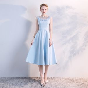 Elegant Sky Blue See-through Homecoming Graduation Dresses 2018 A-Line / Princess Scoop Neck Sleeveless Appliques Lace Pearl Tea-length Ruffle Backless Formal Dresses