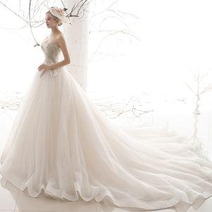 Prisvärd Elfenben Bröllopsklänningar 2019 Prinsessa Älskling Ärmlös Halterneck Glittriga / Glitter Tyll Beading Chapel Train Ruffle
