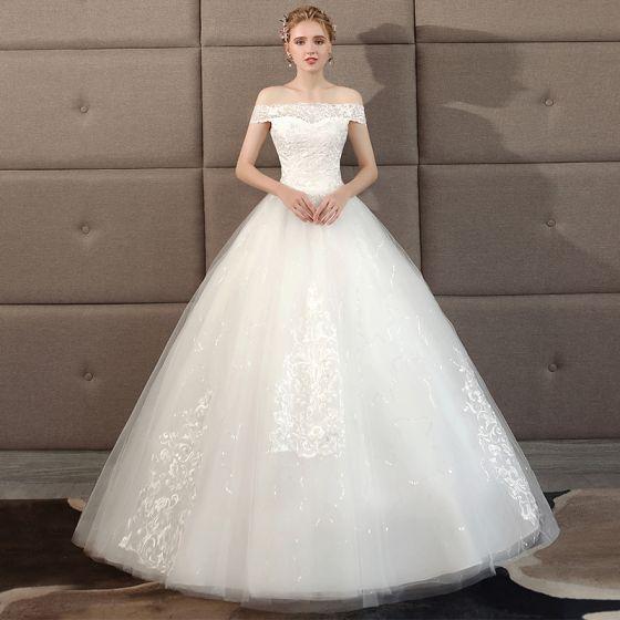 Niedrogie Kość Słoniowa Suknie Ślubne 2018 Suknia Balowa Z Koronki Kwiat Przy Ramieniu Bez Pleców Długie Ślub