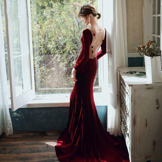 Eleganckie Burgund Welur Sukienki Wieczorowe 2020 Syrena / Rozkloszowane Wycięciem Długie Rękawy Frezowanie Przezroczyste Bez Pleców Trenem Sweep Sukienki Wizytowe