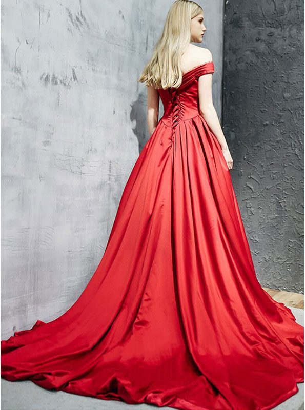 Modest / Simple Red Evening Dresses  2017 A-Line / Princess Off-The-Shoulder Backless Ruffle Satin Rhinestone Formal Dresses Chapel Train