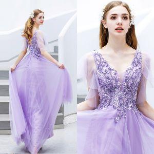 Elegante Lavendel Abendkleider 2019 A Linie V-Ausschnitt Perlenstickerei Kristall Spitze Blumen Kurze Ärmel Rückenfreies Lange Festliche Kleider