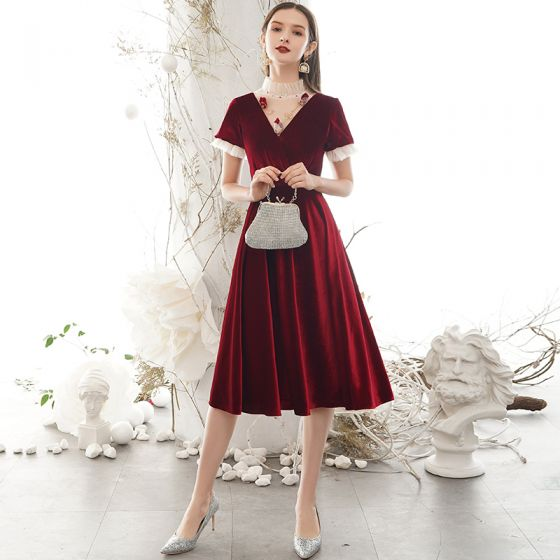 Classy Burgundy Homecoming Graduation Dresses 2020 A-Line / Princess Suede High Neck Beading Rhinestone Short Sleeve Backless Knee-Length Formal Dresses