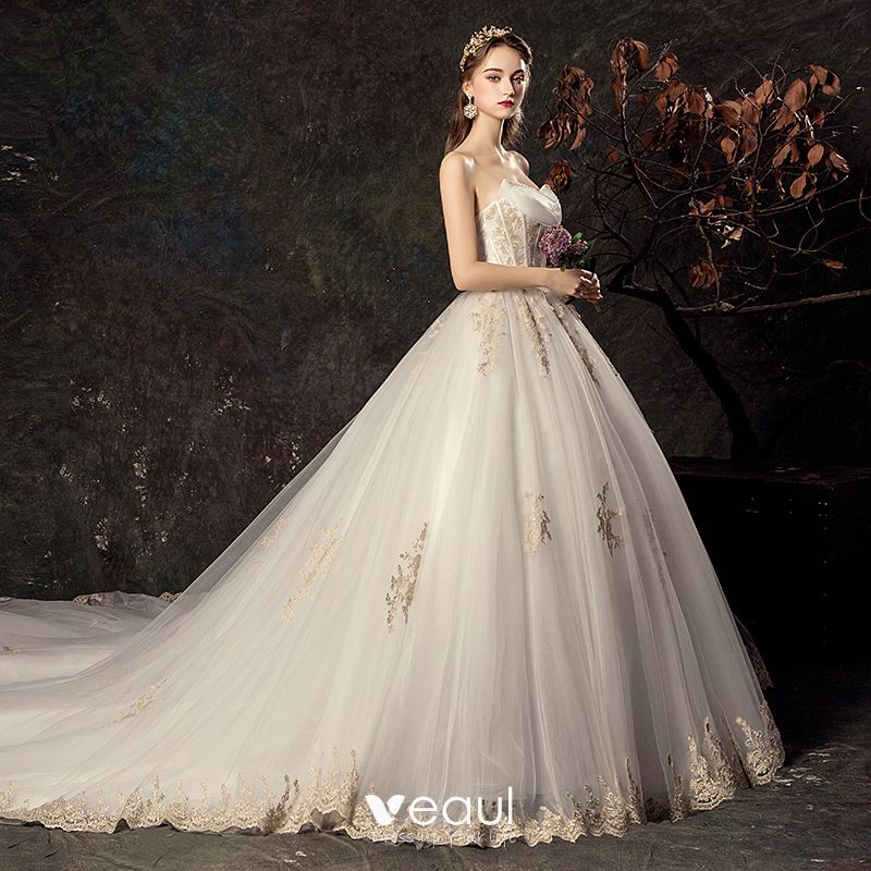 Affordable Ivory Wedding Dresses 2019 Ball Gown Sweetheart Sleeveless Backless Sequins Appliques Lace Cathedral Train Ruffle