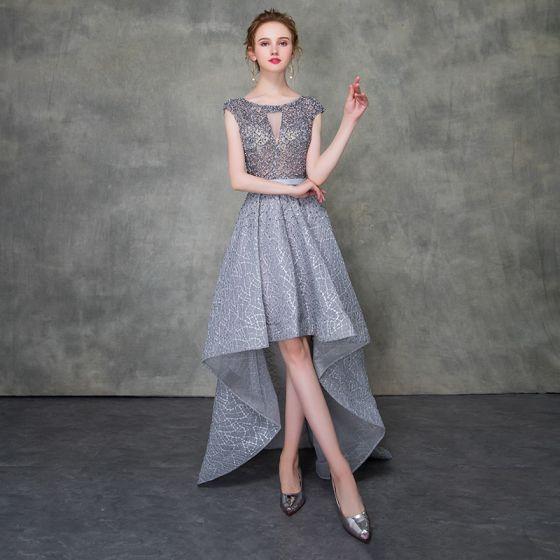Illusion Gris Robe De Cocktail 2018 Princesse Encolure Dégagée Sans Manches Ceinture Perlage Asymétrique Volants Robe De Ceremonie