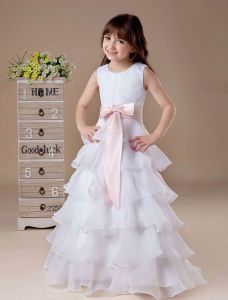 Weißes Ärmelloses Schärpe-Schleife Mehrfachschichten Satin Blumenmädchen Kleid Kommunionkleider