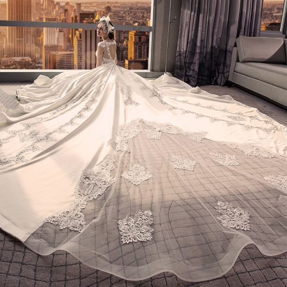Stunning Ivory Wedding Dresses 2018 Ball Gown V-Neck Cap Sleeves Heart-shaped Backless Appliques Lace Ruffle Royal Train