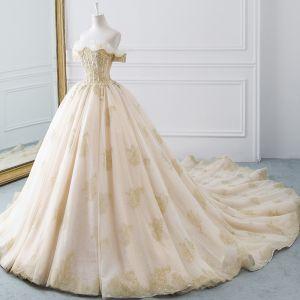 Luxus / Herrlich Champagner Gold Brautkleider / Hochzeitskleider 2019 Ballkleid Off Shoulder Kurze Ärmel Rückenfreies Glanz Tülle Perlenstickerei Kathedrale Schleppe Rüschen