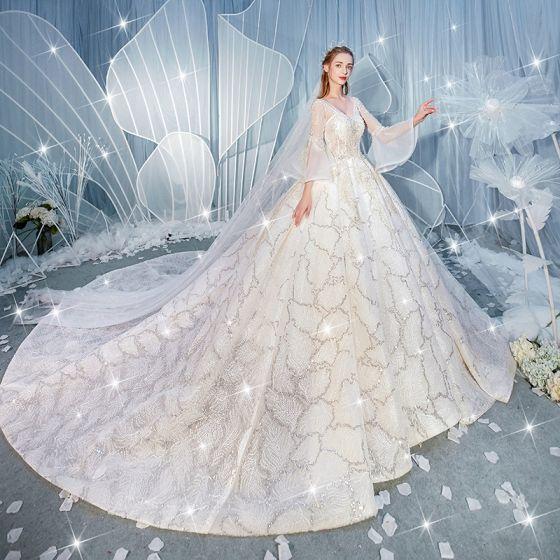 Lyx Champagne Bröllopsklänningar 2019 Balklänning V-Hals Beading Paljetter Spets Blomma Bell ärmar Halterneck Royal Train
