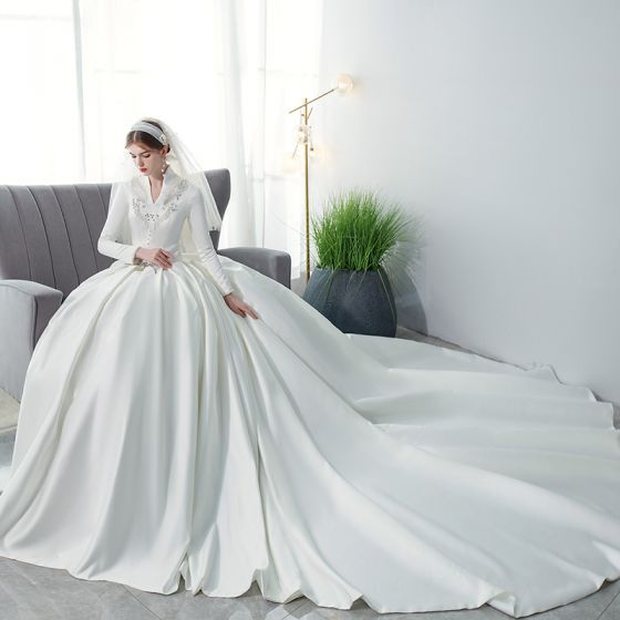 Affordable Muslim Ivory Satin Winter Bridal Wedding Dresses 2021 Ball Gown V-Neck Long Sleeve Appliques Lace Beading Pearl Cathedral Train Ruffle