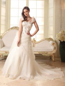 2015 A-line Shoulders Embroidered Satin Organza Court Train Wedding Dress