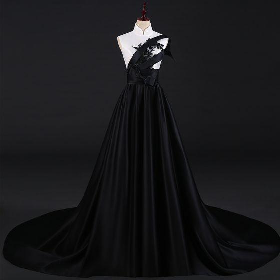 Dwa kolory Białe Czarne Satyna Cheongsam 2021 Princessa Wysokiej Szyi Bez Rękawów Aplikacje Z Koronki Frezowanie Trenem Sweep Bez Pleców Sukienki Wizytowe