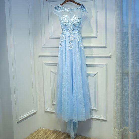 Elegantes Azul Cielo Vestidos para bodas 2017 Empire Con Encaje Flor Rebordear Scoop Escote Manga Corta Té De Longitud Vestidos De Damas De Honor