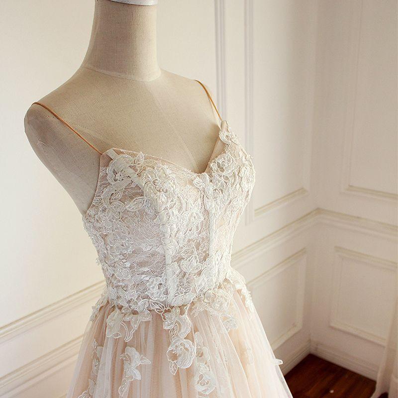 Elegant Champagne Wedding Dresses 2018 A-Line / Princess Beading Lace Appliques Spaghetti Straps Backless Sleeveless Chapel Train Wedding