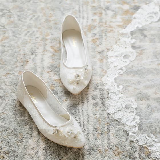 Elegant White Wedding Shoes 2019 Lace Pearl Rhinestone Sequins Pointed Toe Wedding Heels